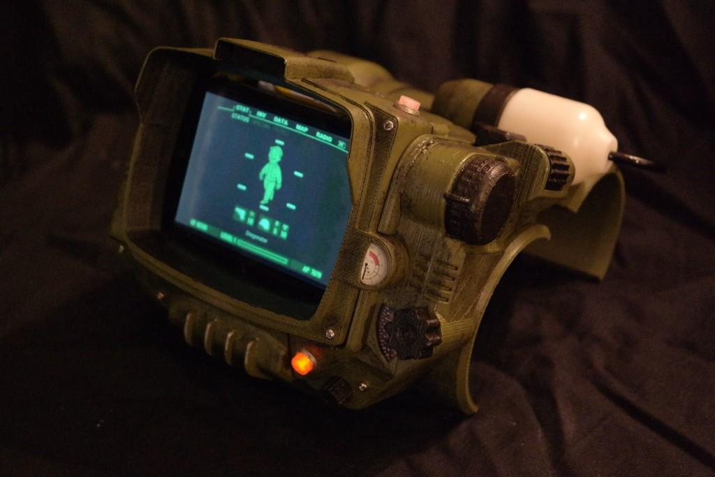 Chế Pip-Boy cho fan game Fallout 4 với dịch vụ in 3D